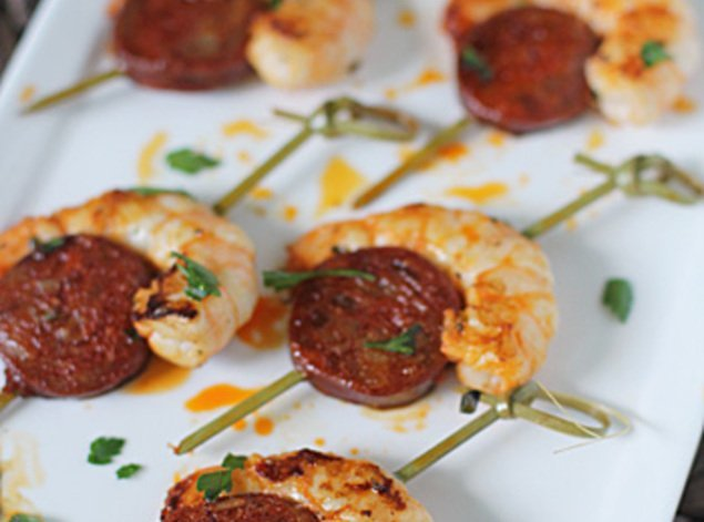 Spanish recipe prawn and chorizo nibbles for Chorizo canape ideas