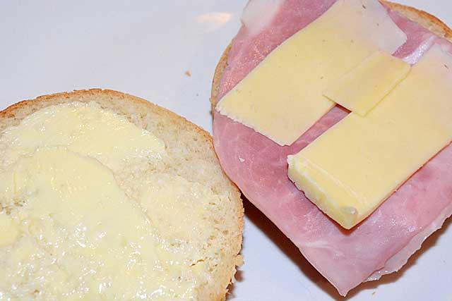 Sándwich mixto, a classic Spanish recipe