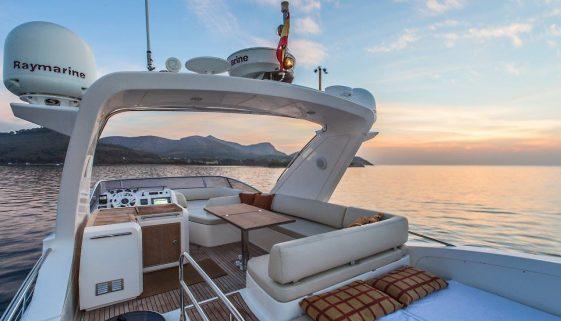 Azimut 58 for Charter Mallorca www.easyboats.com (1)