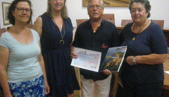 Tossa de Mar rewards tourist