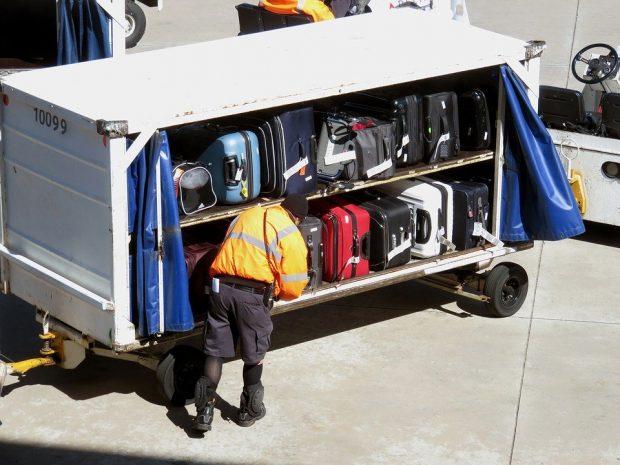 Ryanair cuts baggage fees