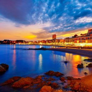 Tips on booking villas in Spain for the Costa Brava nightlife experience