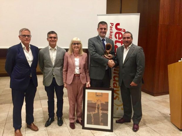 Jet2.com and Jet2holidays' Commitment to Lanzarote Recognised by Minister