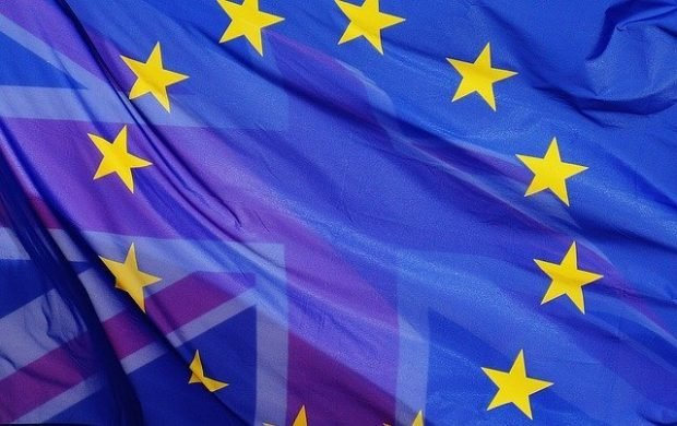 Brits in EU to get residence card