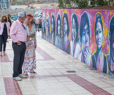 Adeje dedicates a mural to 20 Canarian women